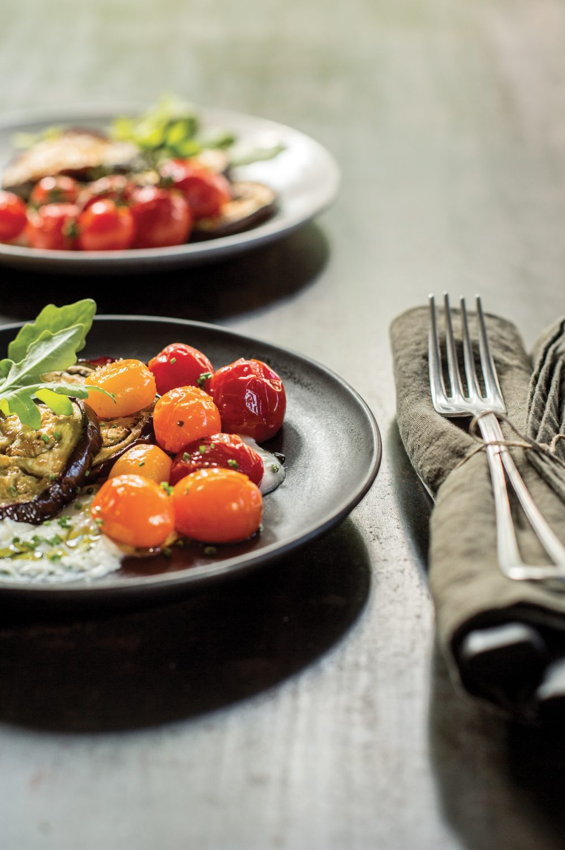 Aubergine et tomates rôties avec feta crémeuse