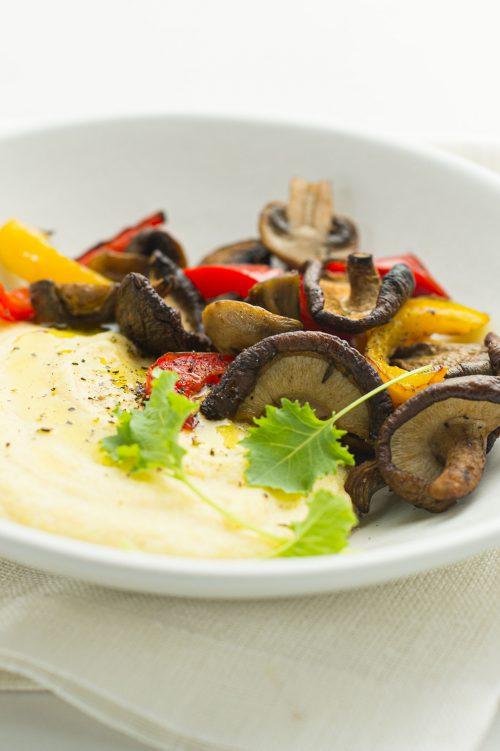 Polenta rapide aux champignons et légumes rôtis