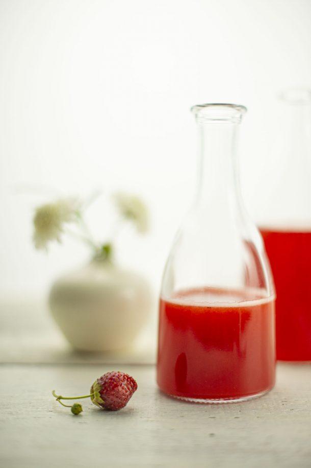 Vinaigre de fraises en deux façons