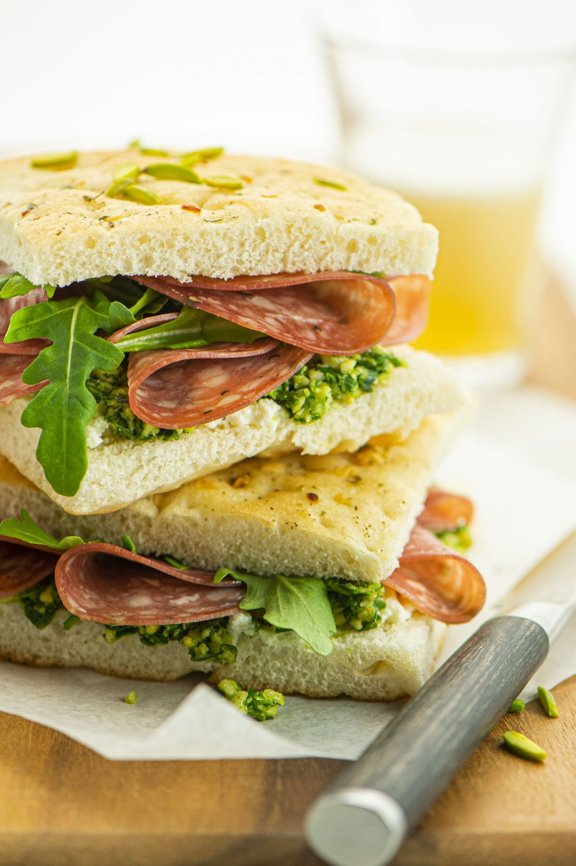 Sandwichs garnis et pesto de roquette