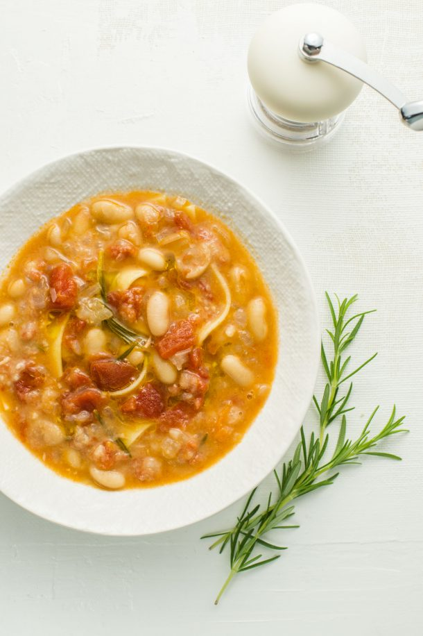 Soupe de pâtes et de haricots