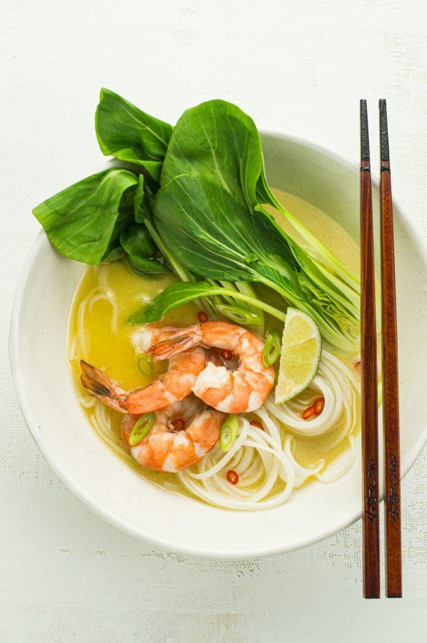 Soupe-repas de crevettes au bouillon parfumé