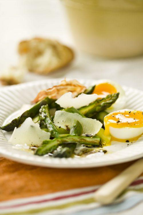 Salade d'asperges et oeuf mollet
