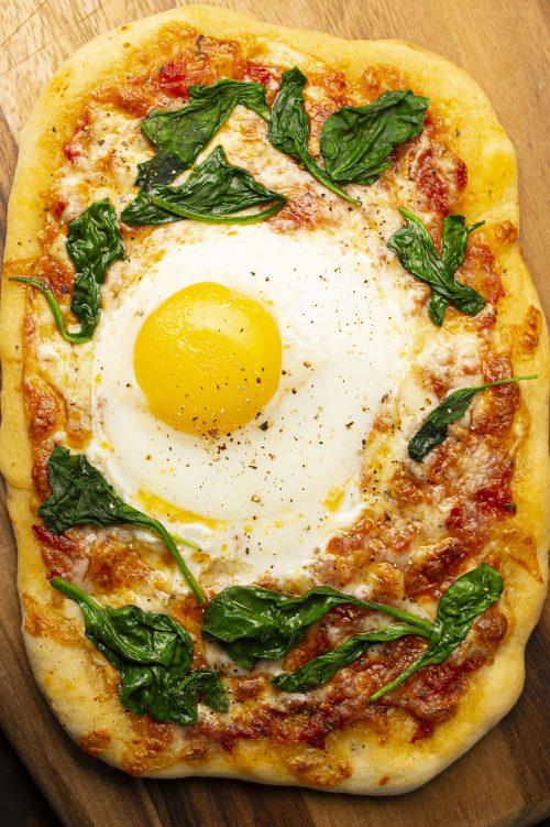 Pizza individuelle à l'œuf