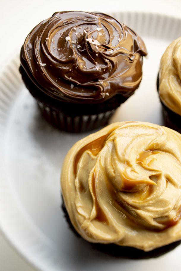 Cupcakes au chocolat et ses garnitures