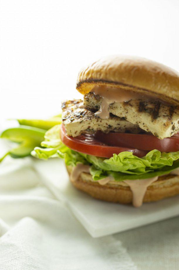 Burger végétarien au fromage halloumi