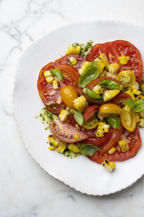 Salade de tomates et maïs grillé