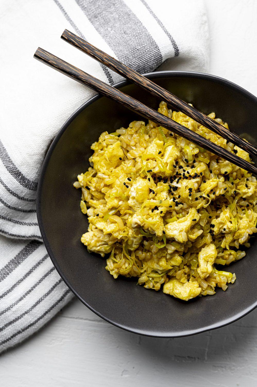 Riz au poireau, cari et œuf